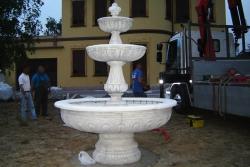 Fontane in pietra ricostituita.